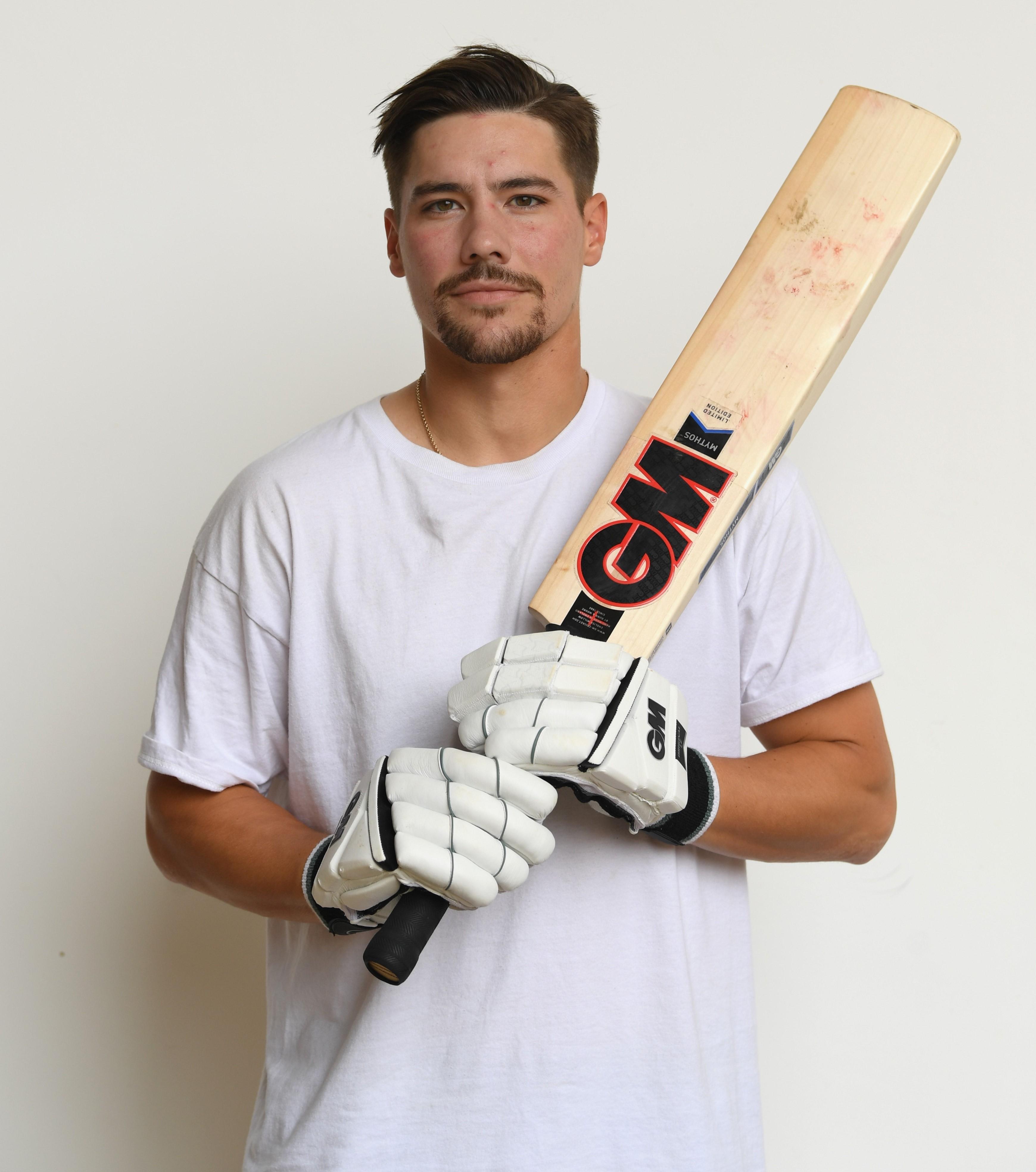 Gunn /& Moore Cricket Mythos Soft Ball Training Set for Youth Beginner